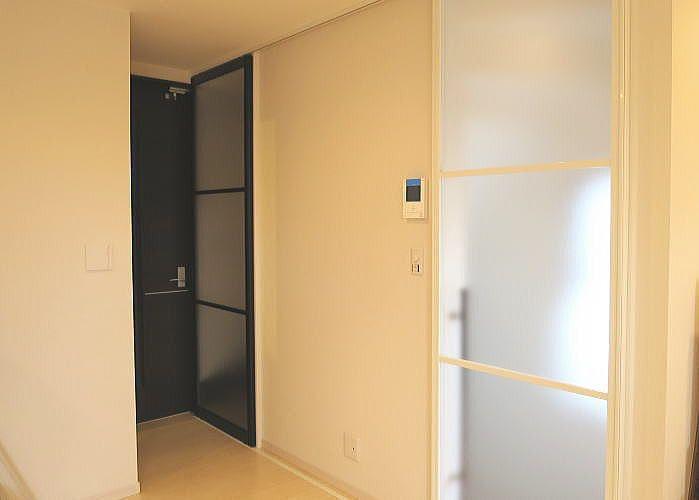2階リビングにプレイスfxの引き戸を取り付けしました アルミ製の