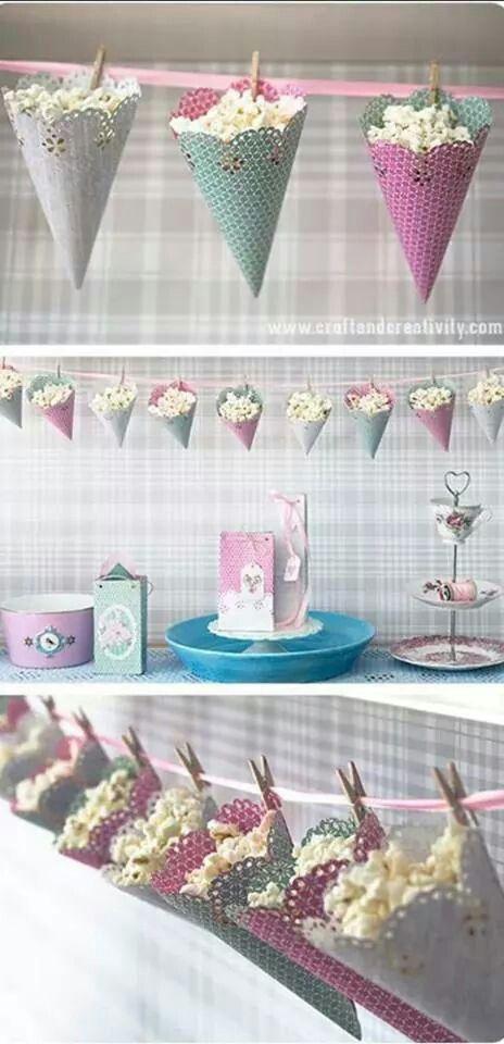 Bonne idée les cônes suspendus pour une sweet table originale