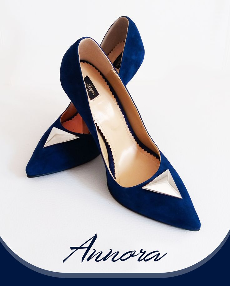 Color your fall with a pair of royal blue shoes made of camoso leather @jo