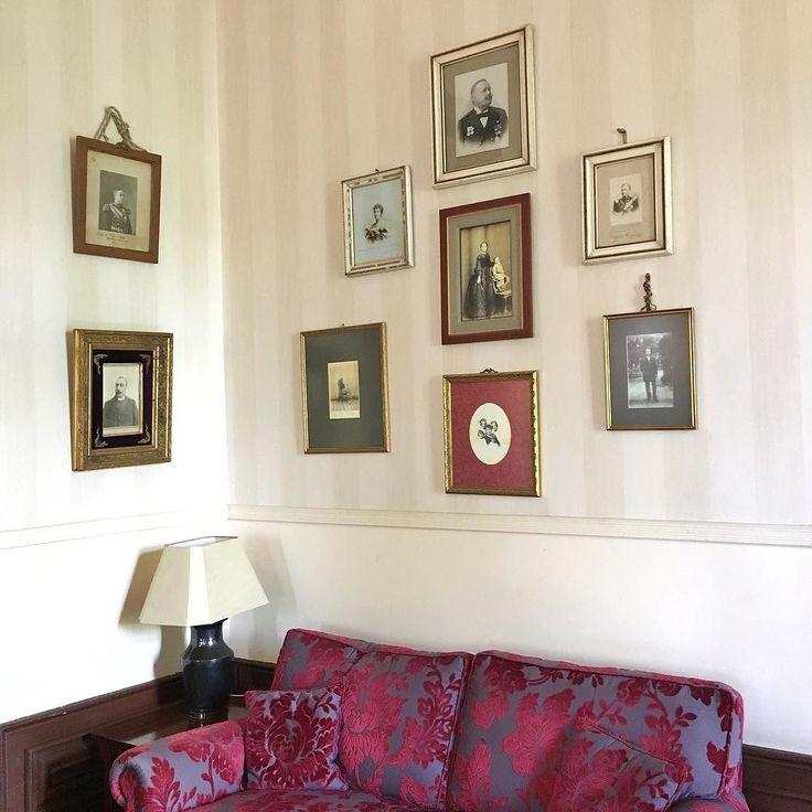 Cosy corner.  #vintagedecor #hoteldecor #vintageinspo #portraits #antiquechic #coimbra #quintadaslagrimas #presstrip #batravels #beautyairlines
