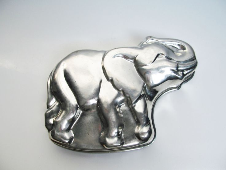 Large elephant jumbo tin mold, cake pan, terrine mold, cake mold, country kitchen decoration, length 12.8 in / 32.5 cm, animal by EbyVintage on Etsy