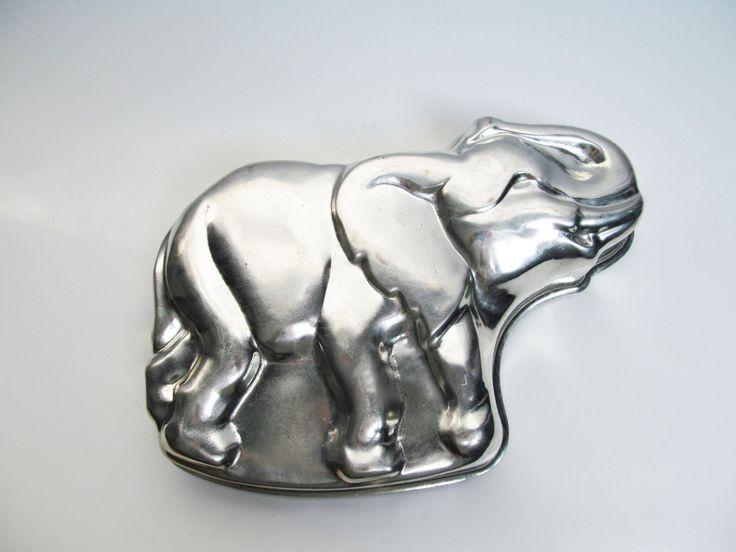 Large elephant jumbo tin mold, cake pan, terrine mold, cake mold, country kitchen decoration, length 12.8 in / 32.5 cm, animal by EbyVintage on Etsy