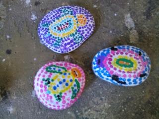 aboriginal style sea turtle paintings on rocks