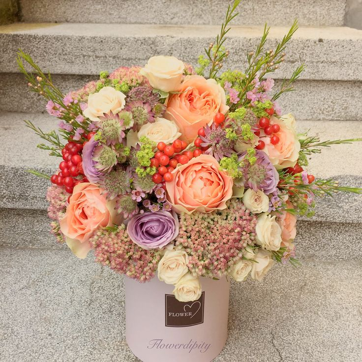 Out of the box - Tall  #flowerdipity #autumn #colors #berries #flowers #roses#special #corporate #delivery