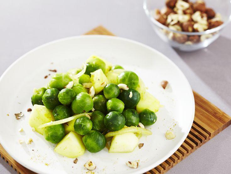 Een overheerlijke spruitjes met appel, kerrie en hazelnoten, die maak je met dit recept. Smakelijk!