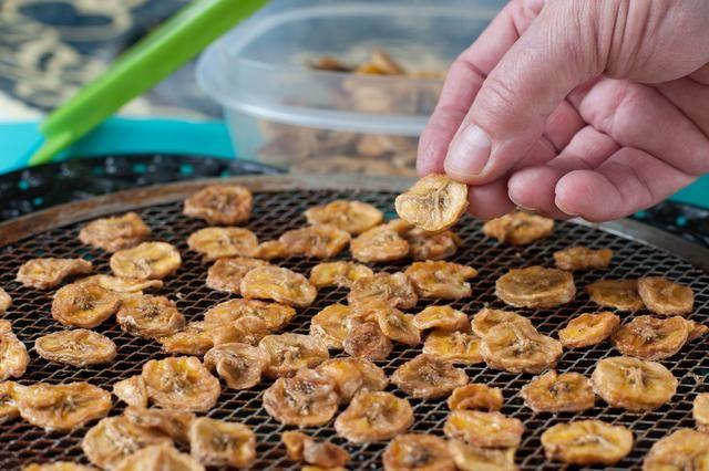 How to Make Baked Banana Chips   LIVESTRONG.COM