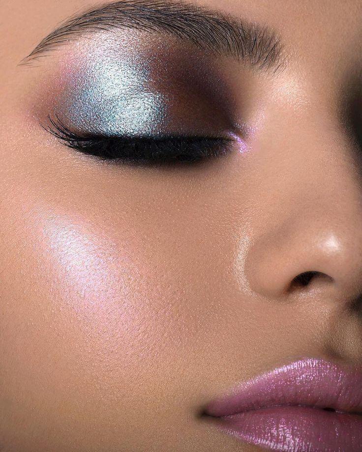 Não quer usar glitter? A sombra holográfica dá um efeito tão brilhante quanto