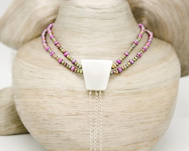 Collier de Perles, Nœud de cravate en argent et Chaînes en argent avec Améthystes / vue 1