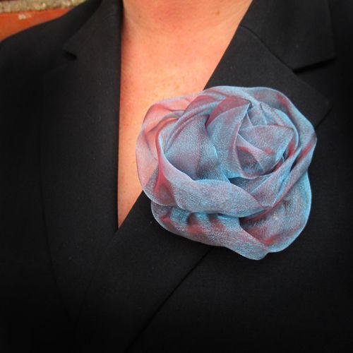 Ruusu joka siftailee erivärein. Hiuksiin tai asusteeseen. Halk n.9cm - See more at: http://somemore.fi/tuotteet.html?id=34/602#sthash.lIuJxYVs.dpuf