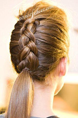 Peinado para novias o fiesta que consiste en una bonita trenza posterior de espiga hasta la nuca y cola suelta con pelo liso