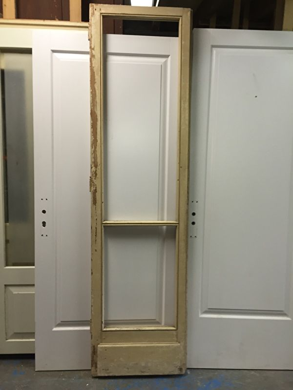 nr. 2135 oude deur met  twee ruiten
