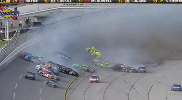 Impresionante accidente en una carrera del Nascar