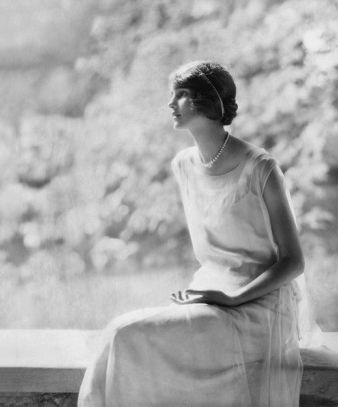 Philadelphia debutante Laura Biddle - November 1924 - Vogue - Photo by Edward Steichen - @~ Mlle