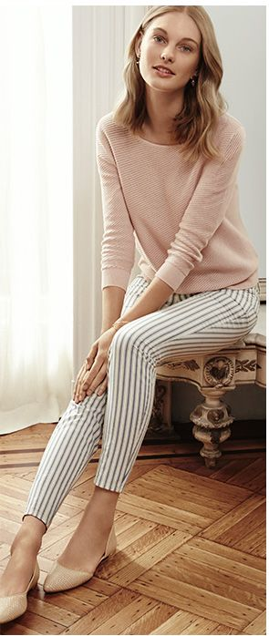love that the flat shoes match the jumper... http://imgzu.com/image/ea3EV7