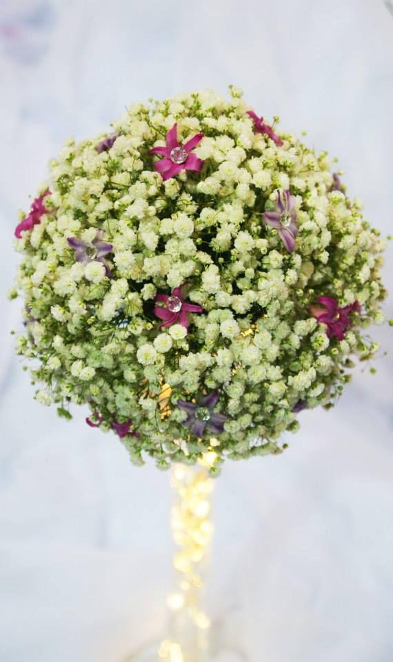 gipsówka i pojedyncze kwiaty hiacyntów