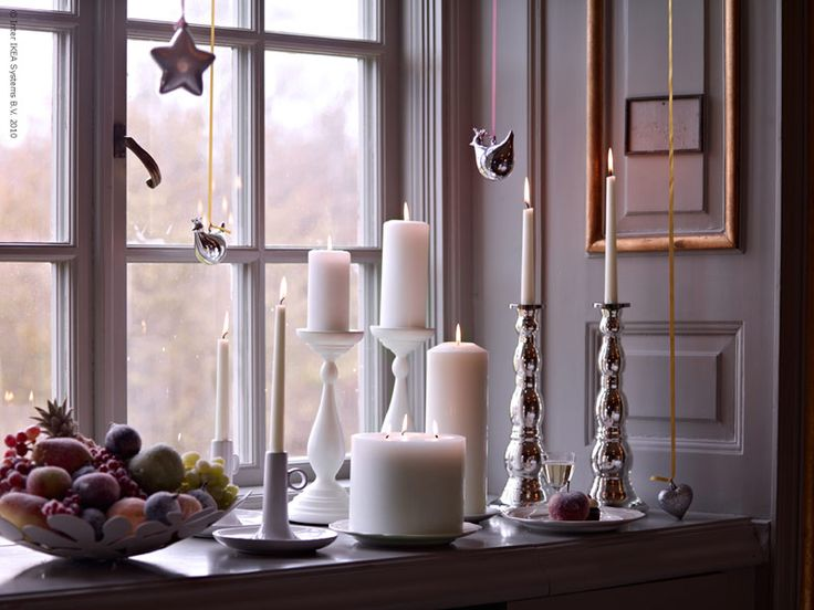 What a great look for a rustic Christmas theme. Candle Impressions Flameless Pillars are a must-have for the holidays and our Mirage flickering flame LED pillars would be perfect for this look, too! #flamelesscandles #christmas