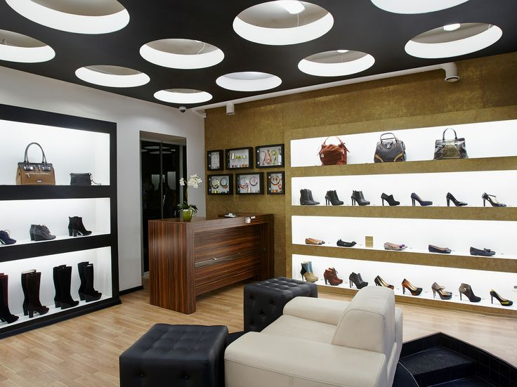 This is a nice shop in Riga! With our handbags on the windows. Do you like it?  http://shop.arcadiabags.it/