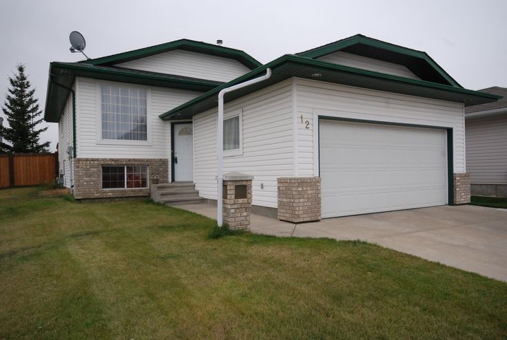 4 bed, 3 bath Bi-Level in Hilldowns area of Spruce Grove! Call/Text Roger Hawryluk at 780-264-8580  for details.