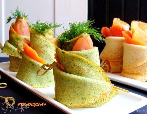 Блины на плавленом сыре со шпинатом и лососем  Оригинальное, легкое в приготовлении блюдо со шпинатом и ярко выраженным сырным вкусом. Добавьте к блинчикам немного подкопченного лосося, и вы получите отменную закуску. #готовимдома #едимдома #кулинария #домашняяеда #блины #плавленыйсыр #шпинат #лосось #закуска #фуршет #праздничныйстол #менюнапраздник #угощение #вкусно