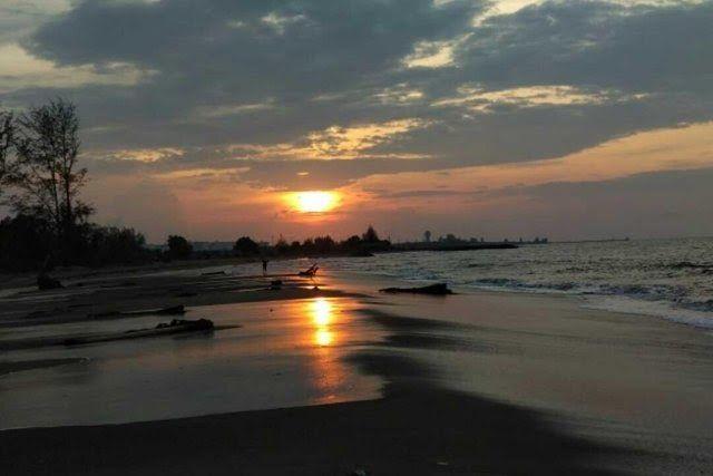 Pemandangan Sunset Indah Tempat Wisata Di Sulawesi Selatan Taman Laut Takabonetere Belimbing Sari Banjar Tambiyak Desa Pecatu Di 2020 Pemandangan Gambar Awan Lautan