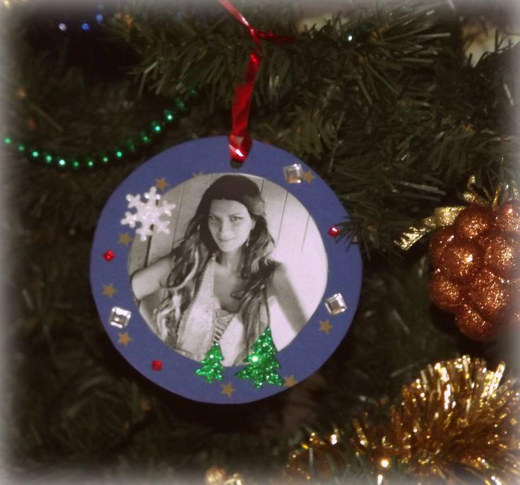 {Handmade christmas tree decoration - Paper, photos and decorations ... questa è a tema Laura Pausini <3