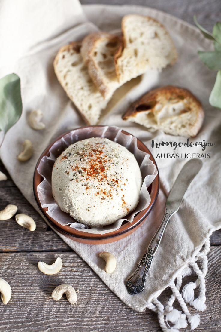 Fromage de cajou au basilic frais Pour un fromage / 20 minutes de préparation / Repos toute la nuit (penser à acheter de la levure ALIMENTAIRE)