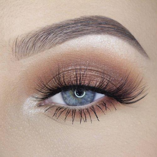 Luminous eye makeup.