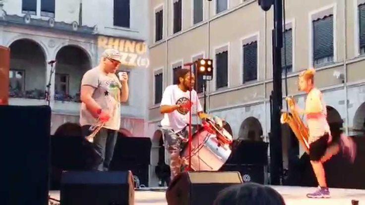 Too Many Zooz - Live in Vienne 26 Juin 2015 (15' de concert)