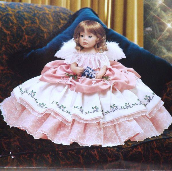 это украшения для дома, декоративная посуда, предметы туалета для дам и джентльменов, сувениры, памятные подарки, многое другое и, конечно, замечательные куклы на www.rusbutik.ru