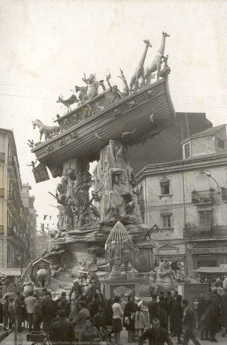 Falla representado el Arca de Noé encallada sobre dos rocas en el cruce de calle Convento de Jerusalén con Matemático Marzal, 1964