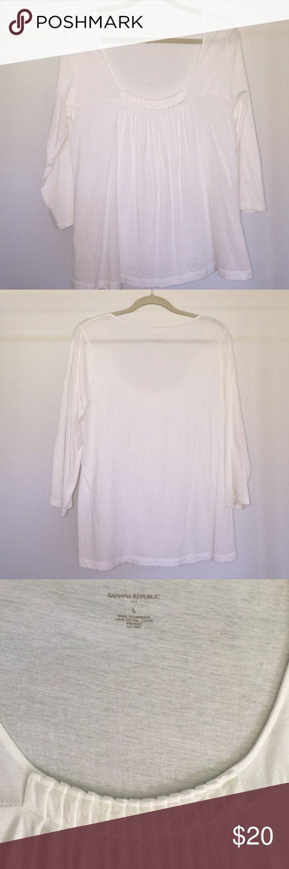 Banana Republic white quarter sleeve tshirt Banana Republic white quarter sleeve tshirt. Very comfortable! Banana Republic Tops Tees - Long Sleeve