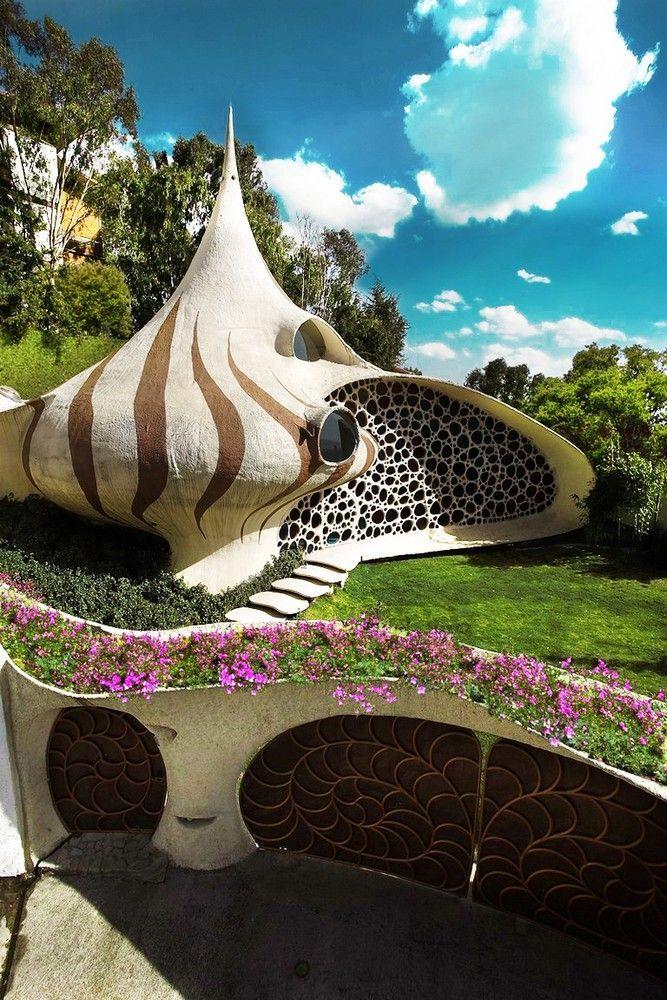 La Casa Nautilus: House in the Style of the Bio-tech, Mexico