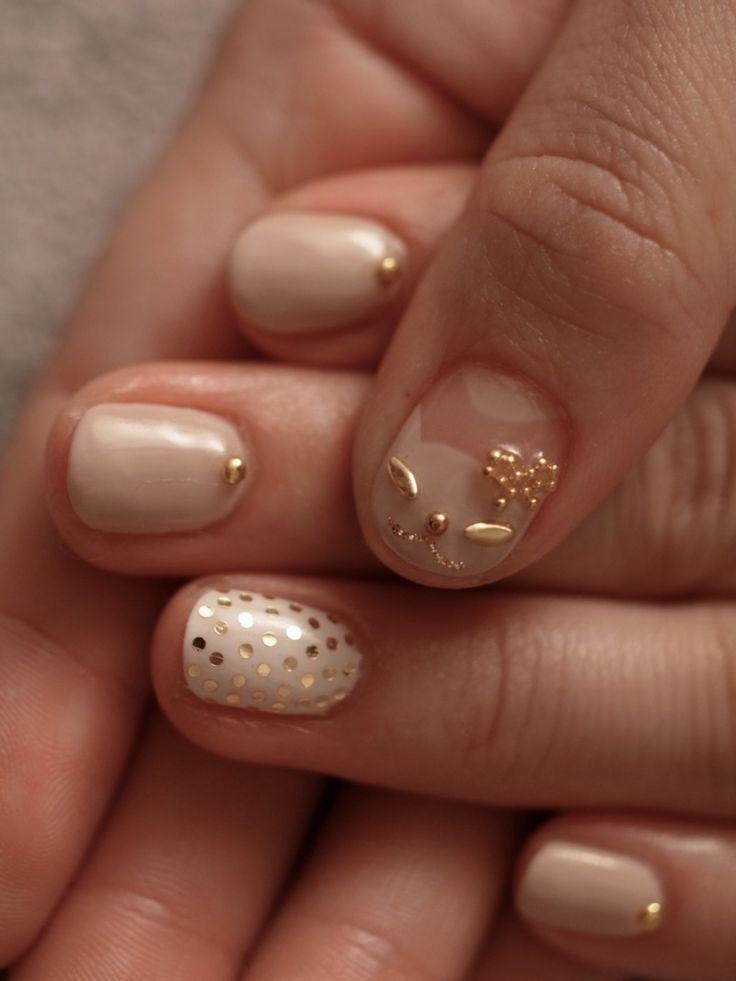 ☆猫ちゃんネイル♬ベージュ×ホワイト☆の画像   パリのネイルサロン Bijoux nails Paris