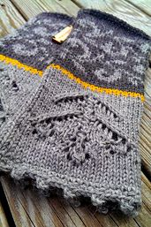 These viking-inspired fingerless mittens are both soft and warm to wear!