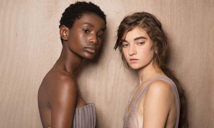 Dior trucco inverno 2017 2018: tendenze dalla sfilata - https://www.beautydea.it/dior-trucco-inverno-2017-2018-tendenze/ - Scopri in anteprima i make up look per l'inverno 2017 2018 firmati Dior realizzati da Peter Philips!