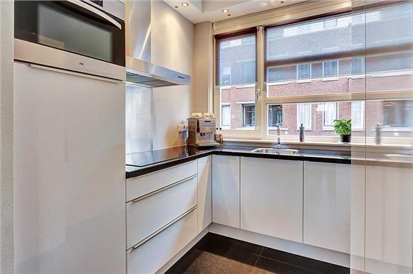 Keuken Berlin 242 cm x 212 cm. aluminium greeplijst aan de ...