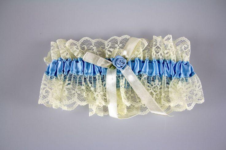 Jartiera de mireasa este realizata din dantela ivory cu material de satin prins pe o banda elastica.   Aceasta este folosita de miresele care vor sa respecte traditia jartelei, sa poarte ceva nou, ceva albastru, ceva imprumutat sau ceva vechi.   Jartiera este decorata cu o fundita...