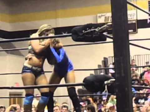 Mickie James vs Reby Sky
