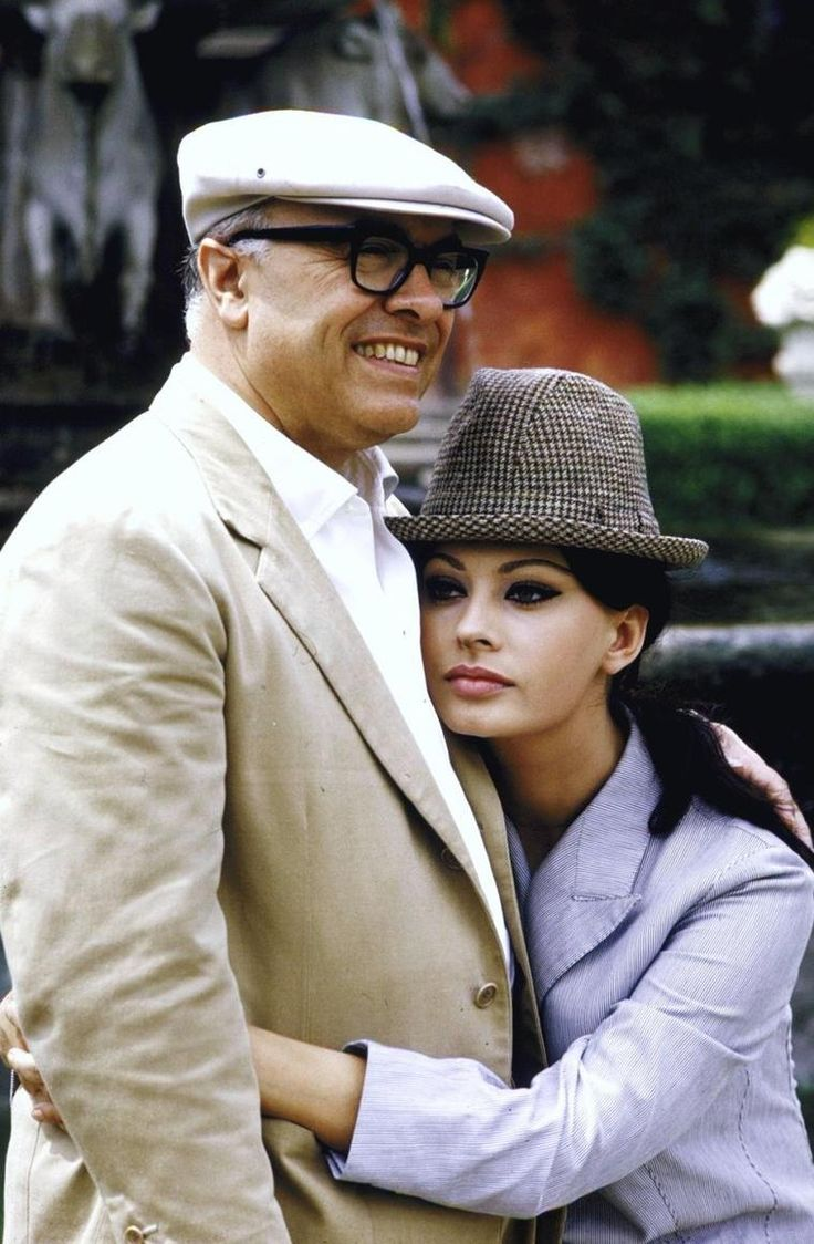 COUPLES à la ville : de haut en bas : Elizabeth TAYLOR and Conrad HILTON Jr / Marilyn MONROE and Arthur MILLER / Ava GARDNER and Frank SINATRA / Janet LEIGH and Tony CURTIS / Joanne WOODWARD and Paul NEWMAN / Sophia LOREN and Carlo PONTI / Grace KELLY and Prince RAINIER III / Natalie WOOD and Robert WAGNER
