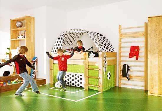 Giocare a calcio in cameretta #kids #homedesign