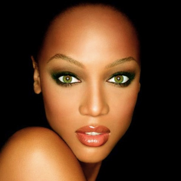 Tyra Banks - this is how you smeyes