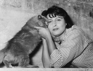 Anna Magnani with cat