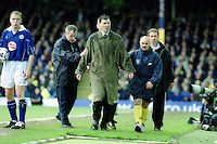 Wycombe Manager, Lawrie Sanchez, is sent off late in the game as Leicester Manager, Peter Taylor, gives him a sympathetic touch on the arm as he walks towards the tunnel during Leicester City vs Wycombe Wanderers, FA Cup Football at Filbert Street on 10th March 2001