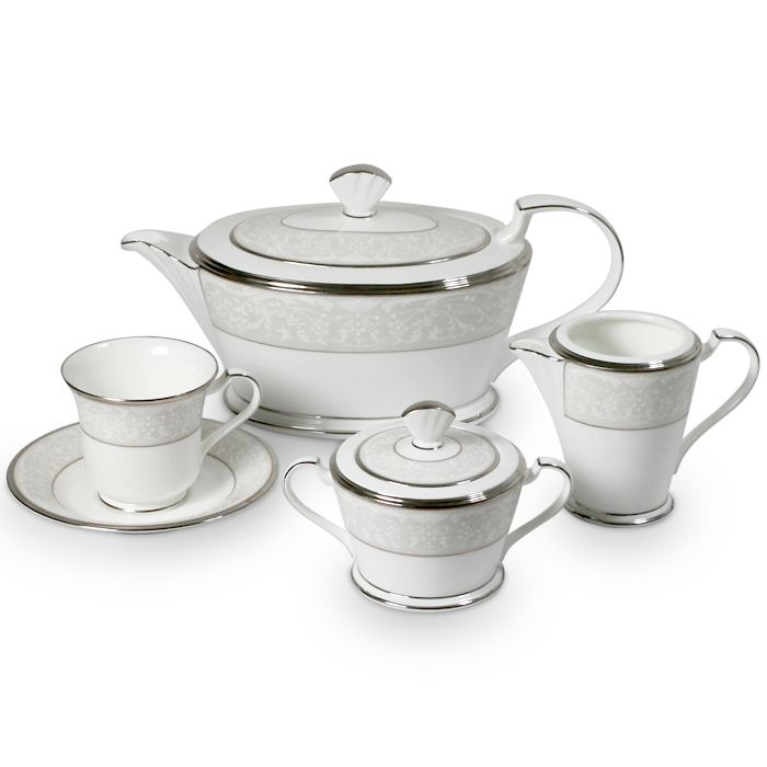 Сервиз чайный, 6 перс, 17 пр, Серебряный дворец Посуда из костяного фарфора. Комплектация: 6 чашек, 6 блюдец, сахарница с крышкой (1+1), молочник, чайник с крышкой (1+1).