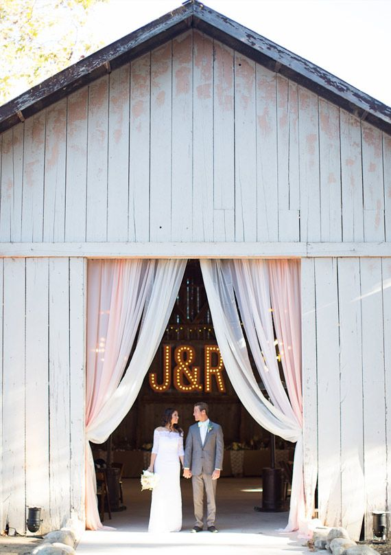 I <3 the entrance to that barn!!!