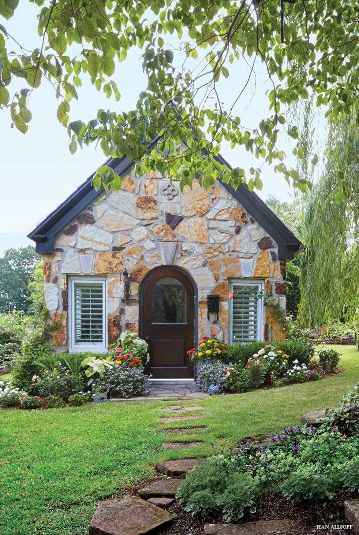 Best 25 stone houses ideas on pinterest stone exterior Little cottage homes