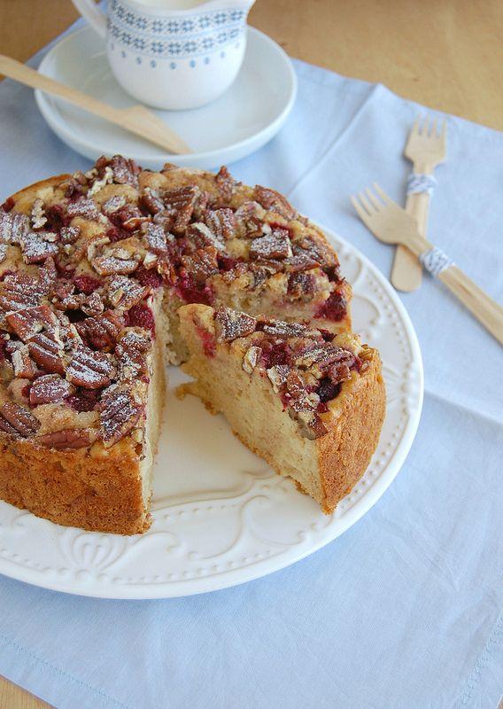 Apple, raspberry and pecan muffin cake / Bolo muffin de maçã, framboesa e pecã
