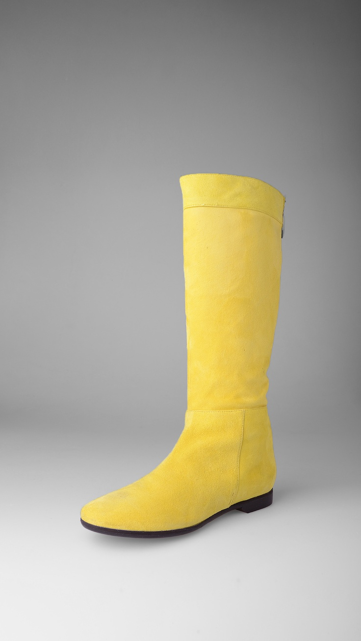 Suede boots, back zip closure, 1.5 cm - 0.58 inch heel, leather lining, leather sole. Up to be super yellow!