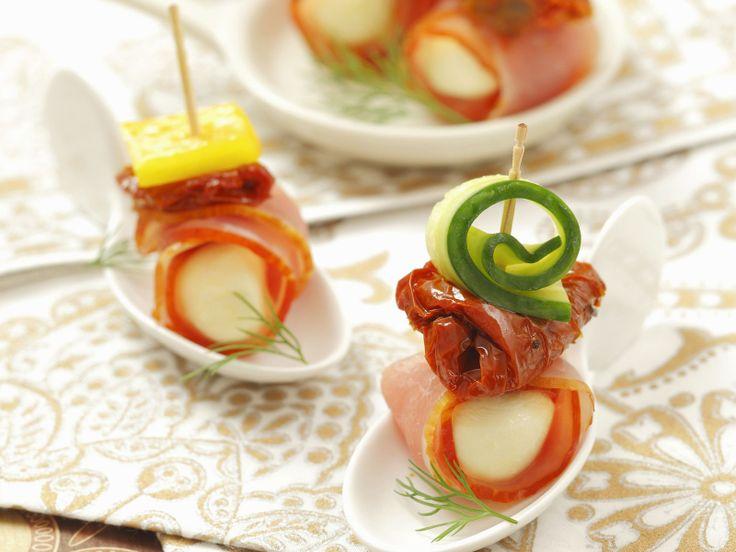 Mozzarella-Schinken-Häppchen mit getrockneten Tomaten und Gurke - smarter - Zeit: 15 Min. | eatsmarter.de