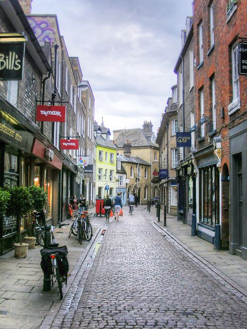 The pedestrian-friendly, mainly traffic-free city centre of Cambridge, England. This is Green Street. (Pete Sturman flickr)